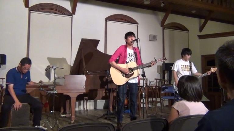 歌うたいのバラッド、ボーカル&ギター:夢輝、ベース:いずみ太朗、カフォン:タナヤン